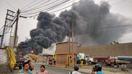 Treinta unidades de los bomberos controlaron incendio en Huachipa