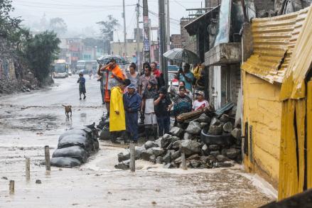 Deslizamientos de lodo y piedras afectan distrito de Cocachacra en Huarochirí [VIDEO]