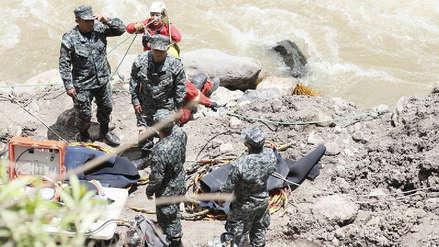 Huancavelica | Tres personas desaparecidas tras caída de auto a río Lircay