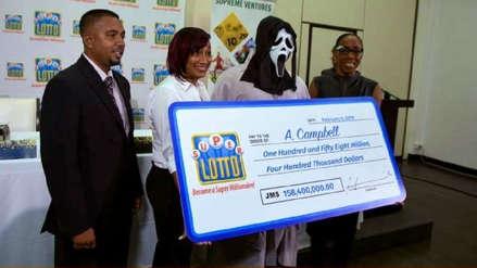 Ganador de lotería recogió su premio disfrazado para no compartir premio con familia y amigos