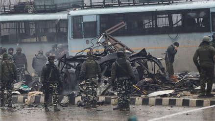 Pakistán rechaza acusaciones de India por atentado en Cachemira que dejó más de 30 muertos