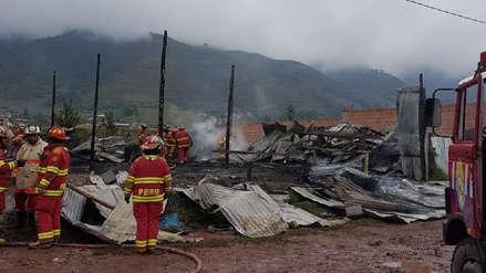 Cusco: incendio deja en cenizas fábrica clandestina de colchones