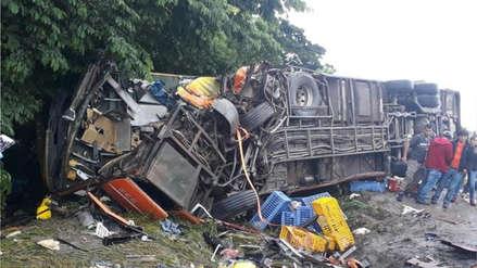 Al menos 24 muertos y 15 heridos dejó el choque entre un bus y un camión en Bolivia