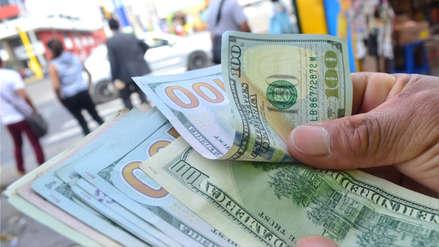 Dólar cayó ante oferta de divisas y cerró a este precio