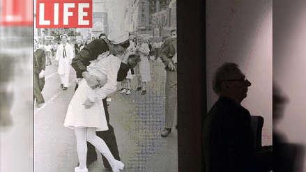 Falleció el protagonista de la icónica foto del beso en Nueva York tras la II Guerra Mundial