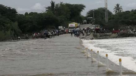 Piura | Quebrada San Francisco se desborda por lluvias e interrumpe el paso de vehículos