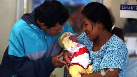 Madres con licencia por maternidad recibirán más utilidades este año ¿Por qué?