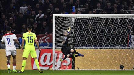 ¡Por poco! Marc André ter Stegen salvó al Barcelona del primer gol del Lyon con esta atajada