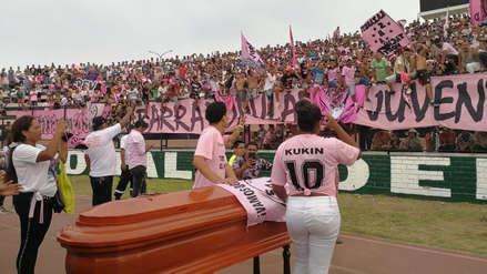 El último adiós: así fue la multitudinaria despedida a Carlos Flores
