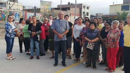 Un cura fue golpeado por una turba al intentar evitar una fiesta en Villa El Salvador