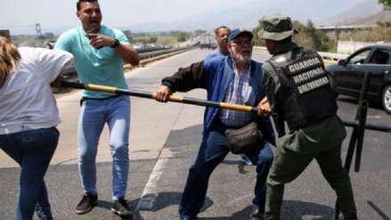 Militares venezolanos se enfrentaron a diputados opositores que iban a frontera con Colombia