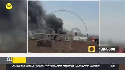 Incendio afecta a taller de mecánica en Comas