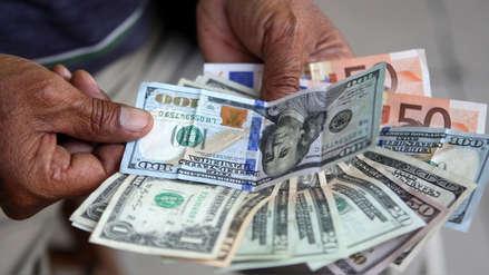 Dólar sigue a la baja y cierra la semana en su nivel más bajo en casi cinco meses