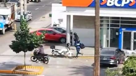 Al menos dos heridos por robo a cambistas en agencia bancaria de Surco