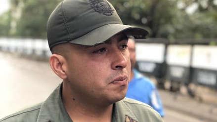 Militar venezolano rompe en llanto tras desertar: