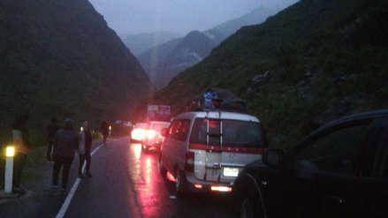 Cientos de vehículos quedaron varados por caída de huaico en la carretera Lima-Yauyos