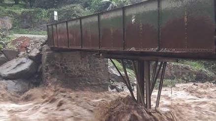Nuevo huaico y lluvias ponen en riesgo puente que comunica siete distritos en Huarochirí