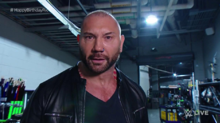 Batista regresa a WWE: Golpea a Ric Flair y amenaza a Triple H