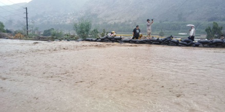 Carretera Central afectada tras caída de huaico en Chosica y Chaclacayo