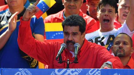 Nicolás Maduro dice que camiones con ayuda humanitaria fueron quemados por