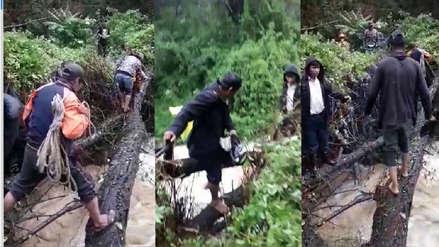 Vecinos arriesgan sus vidas cruzando río en Áncash con un tronco de árbol [VIDEO]