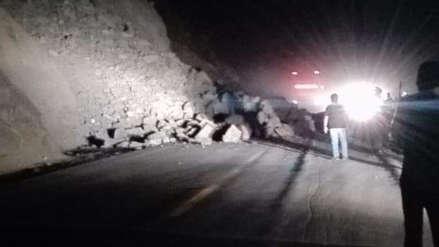 Arequipa | Deslizamiento de rocas provoca el cierre parcial de la Panamericana Sur en el sector de La Planchada