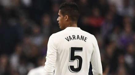 Real Madrid vs. Barcelona: así quedó la rodilla de Raphael Varane tras el partido