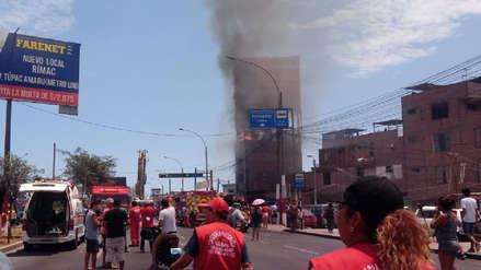 Incendio afecta edificio en el Rímac