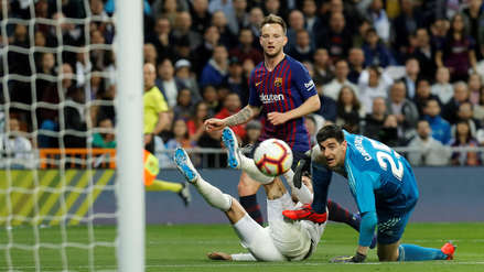 Real Madrid vs. Barcelona: Iván Rakitic marcó un GOLAZO 'picando' el balón a Curtois