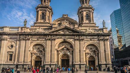 Hombre denunció que fue violado por sacerdote dentro de la catedral de Santiago de Chile