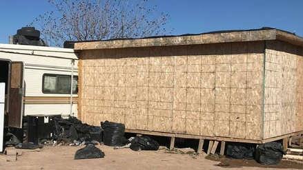 """""""No tienen respeto por la vida"""": Hallan a 67 inmigrantes hacinados en almacén sin ventanas ni baño"""