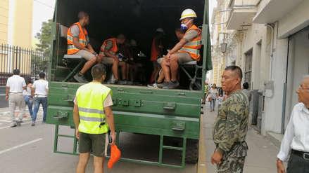 Obreros impiden que soldados del Ejército limpien las calles de Chiclayo