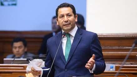 Congresista Clemente Flores presentó su renuncia al partido Peruanos por el Kambio