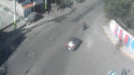 Arequipa | Cámara captó cómo un chofer arrolla a una motociclista y se da a la fuga