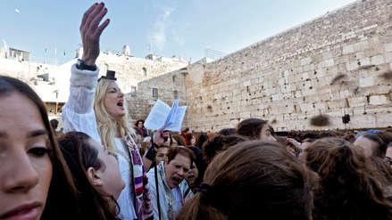 Judíos ultraortodoxos interrumpen a feministas que rezaban en el Muro de los Lamentos