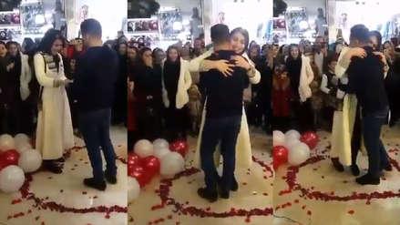 Irán | Pareja fue detenida por protagonizar emotiva propuesta de matrimonio en público
