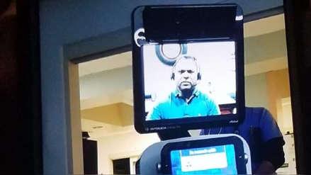 """""""Tal vez no llegue a casa"""": El frío diagnóstico de un doctor a través de la pantalla de un robot"""