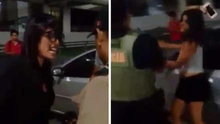 Jóvenes que agredieron a policías afrontan investigación preliminar en Fiscalía por tres delitos