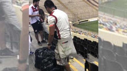 Ejemplo a seguir: Hincha de Universitario recogió basura del Estadio Monumental tras el triunfo contra Mannucci