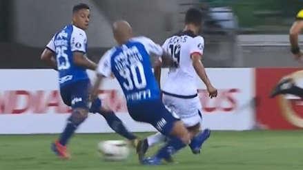 La fuerte barrida de Felipe Melo contra Alexis Arias por la que todo Melgar pidió tarjeta roja