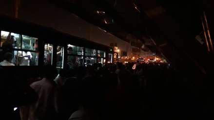 Un apagón en la estación Naranjal del Metropolitano provocó aglomeración de pasajeros
