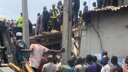 Más de 100 escolares quedaron atrapados tras el colapso de un edificio en Nigeria