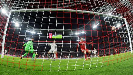 El autogol de Matip que colocó el 1-1 por el pase a cuartos de final en Champions League