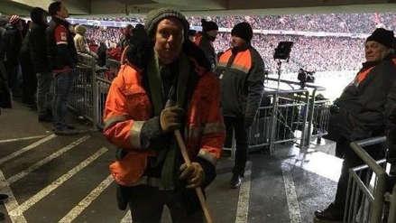 Liverpool: hincha se disfrazó de limpiador para ingresar al estadio sin entrada