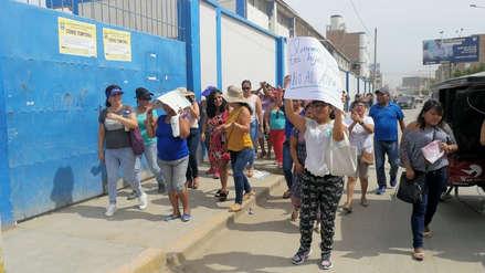 Chiclayo: suspenden clases por un mes en un colegio y padres de familia salen a las calles