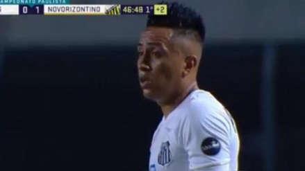 Christian Cueva con Santos: defensa impidió su gol tras heroica salvada