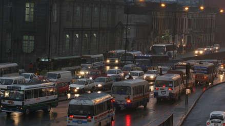 Una intensa llovizna cayó la madrugada de este lunes sobre varios distritos de Lima