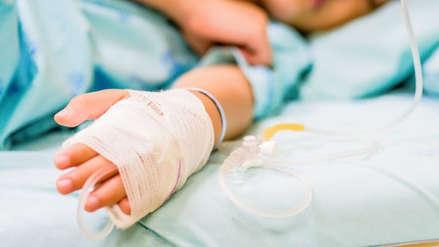 Mujer llevó a su hija de 3 años al hospital por supuesto accidente y ahora es acusada de asesinarla