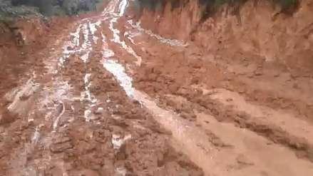 Carretera en mal estado por lluvias impide a niños asistir a su escuela