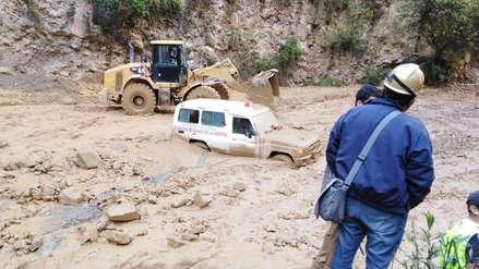 Huaico arrastra una ambulancia con niño paciente en Pataz